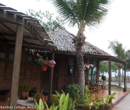 Villa Ravadee Resort & Spa : ภายนอกห้องพักสไตล์วิลล่า หลากหลายทรง วิวทะเล