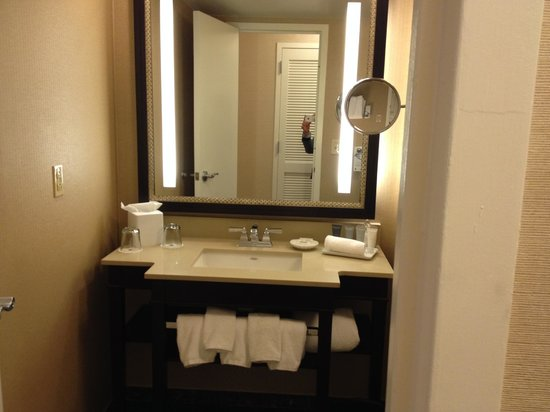 JW Marriott Atlanta Buckhead: Vanity
