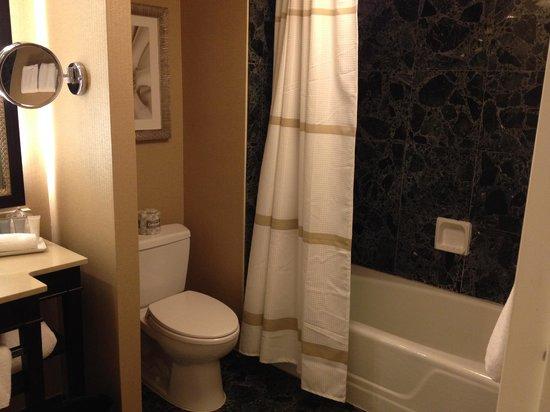 JW Marriott Atlanta Buckhead: Tub