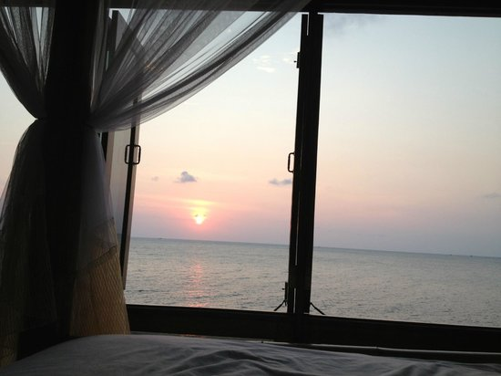 Koh Tao Bamboo Huts: view from the end of our bed