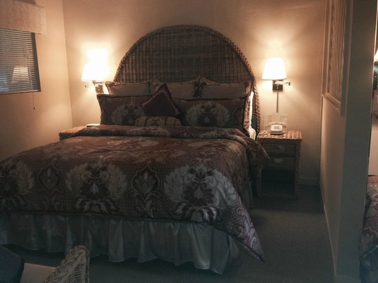 Hidden Valley Inn: King size bed