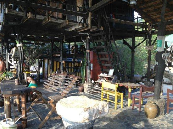 Koh Tao Bamboo Huts: Bob's bar- saunsin beach