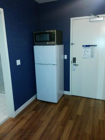 University Plaza Waterfront Hotel: I was surprised that is had a full size fridge AND Microvvave..