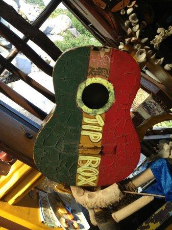 Koh Tao Bamboo Huts: cool tip box at bob's, saunsin beach