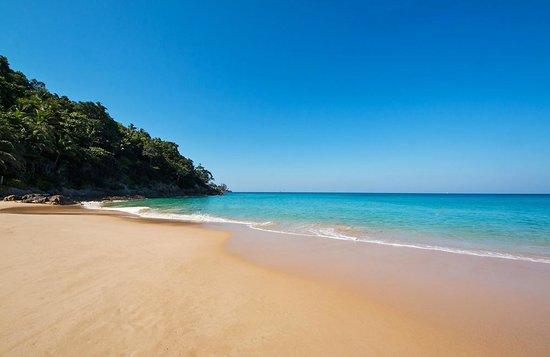Andaman White Beach Resort: Stranden och havet