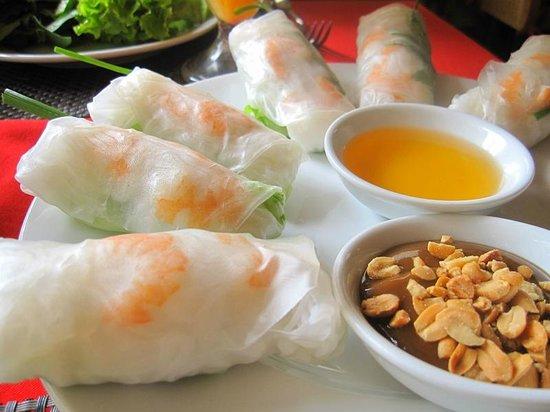 Yen's Restaurant: summer spring rolls. tasty and refreshing