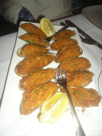 Eagle Grille: Mussel appetizer