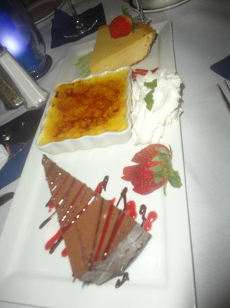 Eagle Grille: Wonderful Dessert Tray
