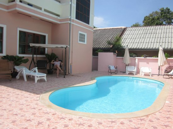 Bella Tropicana Hotel & Guesthouse: Swimming pool