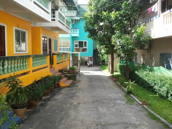 Bella Tropicana Hotel & Guesthouse: Hotel & Guesthouse Grounds