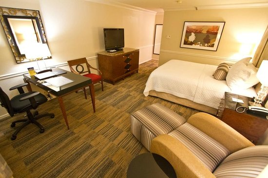 BEST WESTERN PLUS Novato Oaks Inn : Large guestroom.