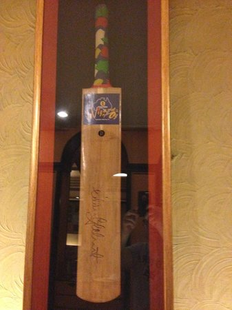 Hotel Midtown Pritam: Next door to the hotel is the Pritam Restaurant has this bat signed by Aussie Cricketers like Gi