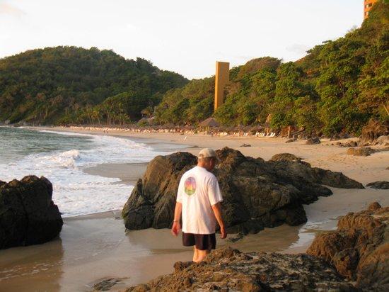Las Brisas Ixtapa : The Beach at Las Brisas