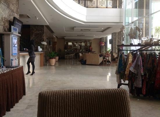 Grand Tjokro Yogyakarta : lobby area