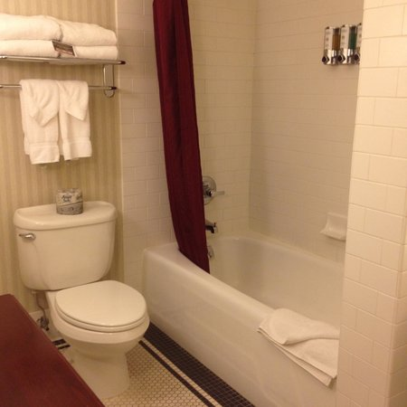 Marcus Whitman Hotel & Conference Center : bathroom, two bedroom suite