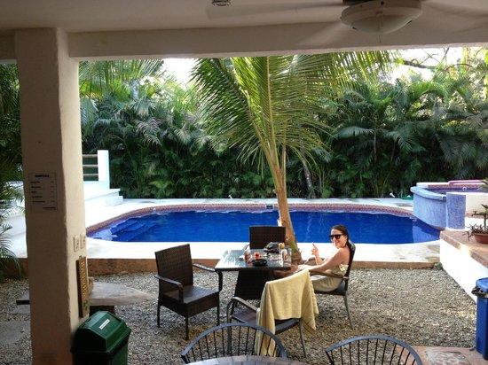 Atrapasueños Dreamcatcher Hotel: Poolside at Atrapasuenos