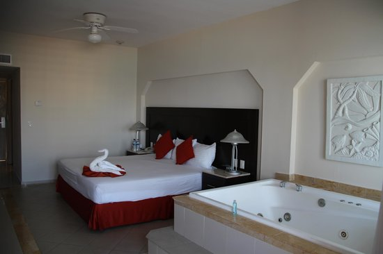 Crown Paradise Club Cancun: Room (adult only floor)