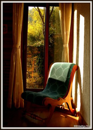 Soulitude in the Himalayas : common room in the cottage