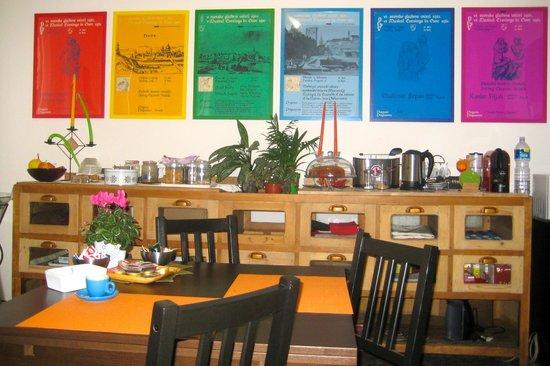 Ai Montecchi B&B: Dining Room - Beautifully decorated