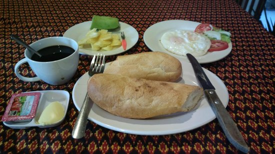 "Ta Som Guesthouse: An ""American"" breakfast with baguette, black coffee, fried egg and fruits"