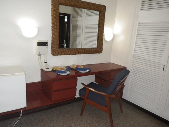 Turtle Beach by Rex Resorts: Dressing area