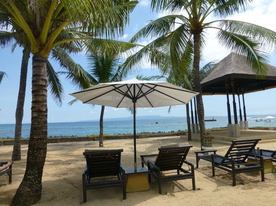 Candi Beach Resort & Spa: beachfront