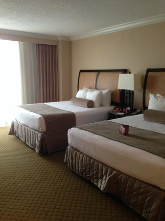 Pensacola Grand Hotel: Super comfy beds and pillows