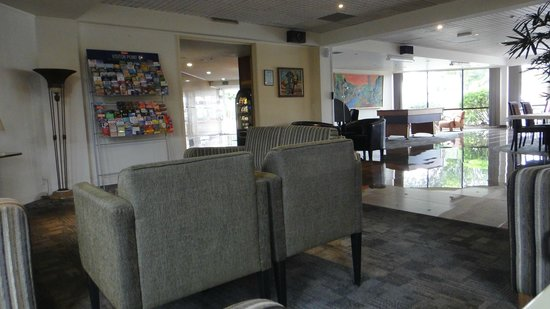 Auckland Airport Kiwi Hotel: lounge area with no atmosphere