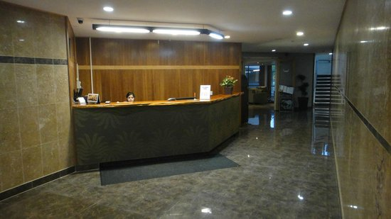 Auckland Airport Kiwi Hotel: reception area