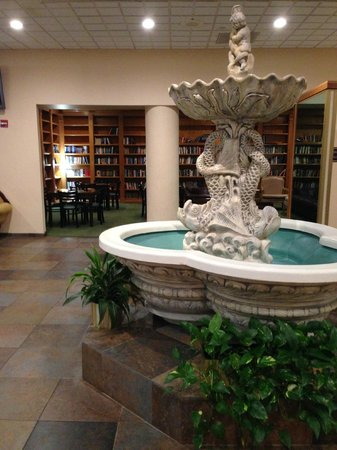 Pensacola Grand Hotel: fountain by the library (the library is a great place to meet with colleagues on business)