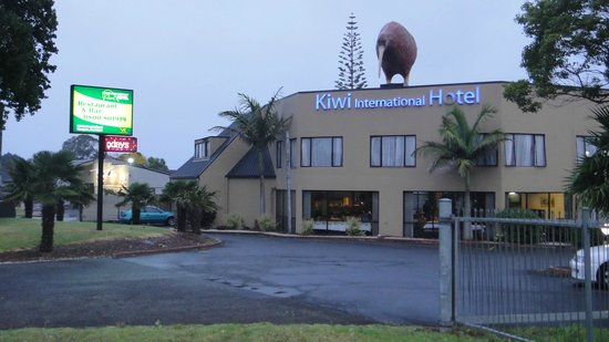 Auckland Airport Kiwi Hotel: view of hotel [KIWI] ?????