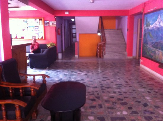 Hotel Red Planet: Reception Area