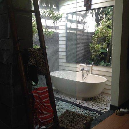 Rumah Santai Villas : Villa 103 Bathroom