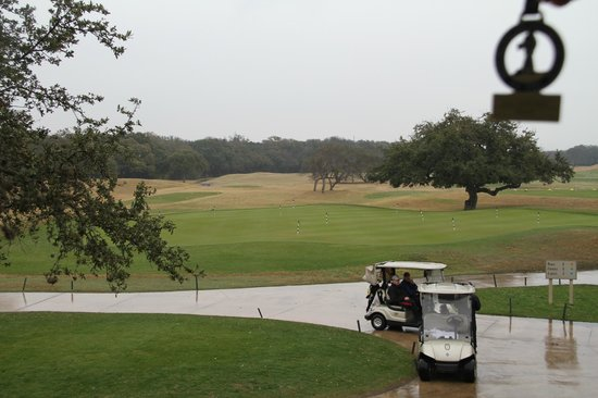 Hyatt Regency Hill Country Resort and Spa: Grounds and badge in corner