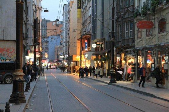 Hotel Ilkay: Street view