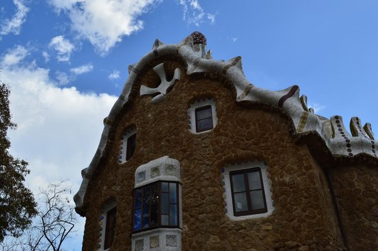 Barcelona Day Tours: Gingerbread house