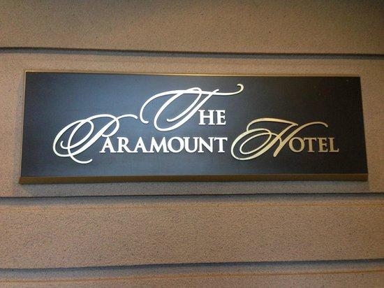 The Paramount Hotel: ホテルエントランス