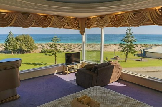 Beach Manor Bed and Breakfast Perth: Suite with Perth's most beautiful ocean views