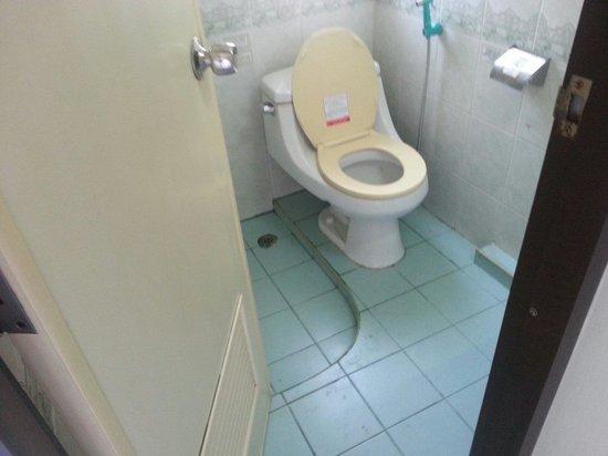 New Siam Guest House II: Salle de bains très sale