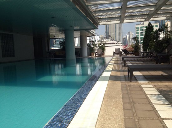 Phachara Suites: Pool