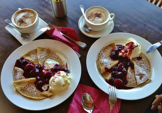 Meredith House and Mews: Berry delicious crepes at Kate's Berry Farm