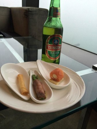Harbour Grand Hong Kong: Free Drinks and Snacks in the Club Lounge