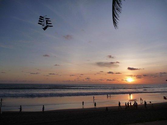 The Samaya Bali Seminyak : Beach at dinner