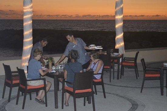 The Westin Resort & Spa Puerto Vallarta: Watching the sunset while eating