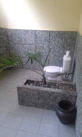 Satu Tiga Resort: Bathroom