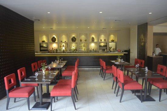 The Westin Resort & Spa Puerto Vallarta: Bar and dinning area