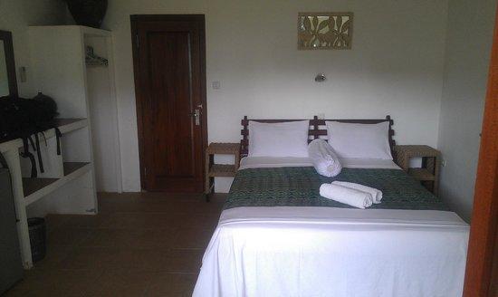 Satu Tiga Resort: Queen size bed