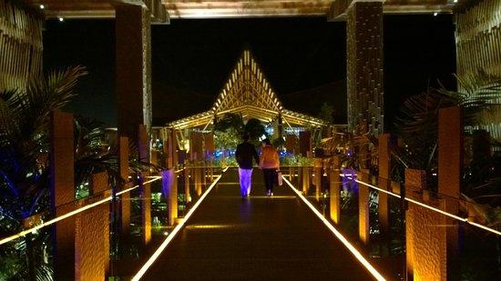 Lopesan Baobab Resort : Entrace at night