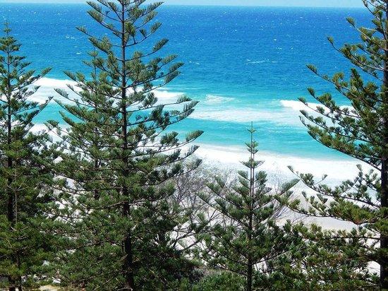 Burleigh Mediterranean Resort : Burleigh Beach