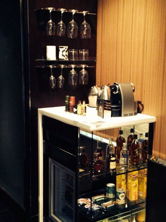 Hotel Eclat Taipei: Extensive mini bar in room including nespresso machine (free), and spirits minis (Including Hend
